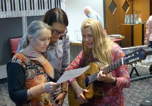 Es ist so leicht, Gitarre zu lernen. Man braucht nur 3 Informationen und kann alle Notennamen auf der Gitarre benennen. Das Geheimnis enthüllt. Frei für die Umsetzung.