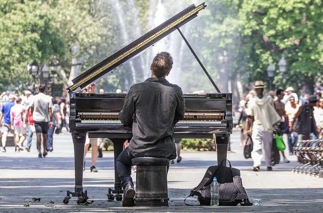 Wertvolle Tipps zur Handhabung von Lampenfieber als Sänger oder Musiker.