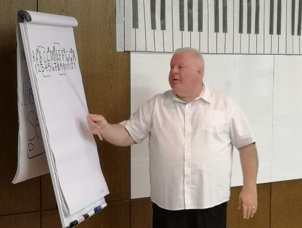 Duncan Lorien erklärt die Notennamen.